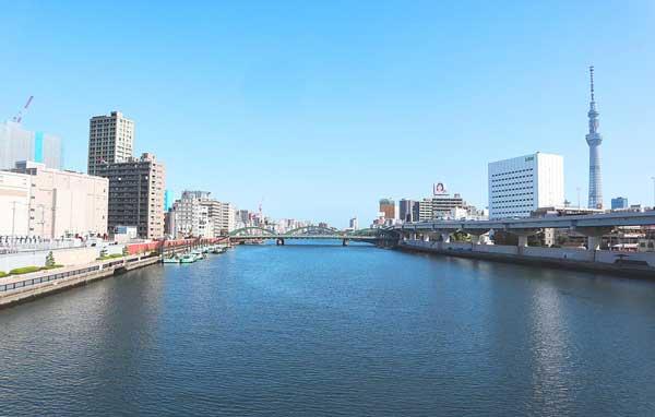 東京都水道局北部下水道事務所の裏手は隅田川の雄大な景色