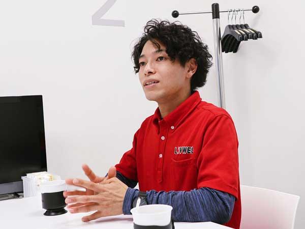 フーハ東京|対談するスマイキュアエアコン分解洗浄スタッフ