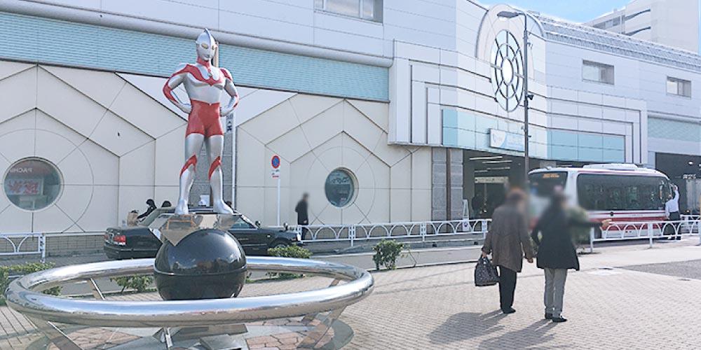 祖師谷大蔵にはウルトラマン像が立っている