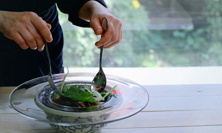 鰹のタタキとセロリのサラダ鰹