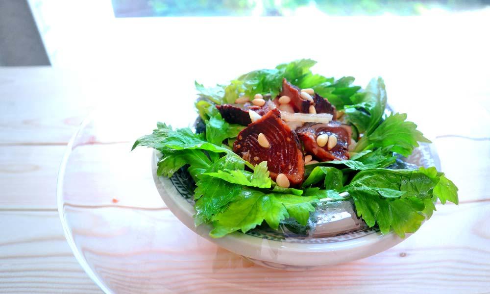 鰹のタタキとセロリのサラダを召し上がれ